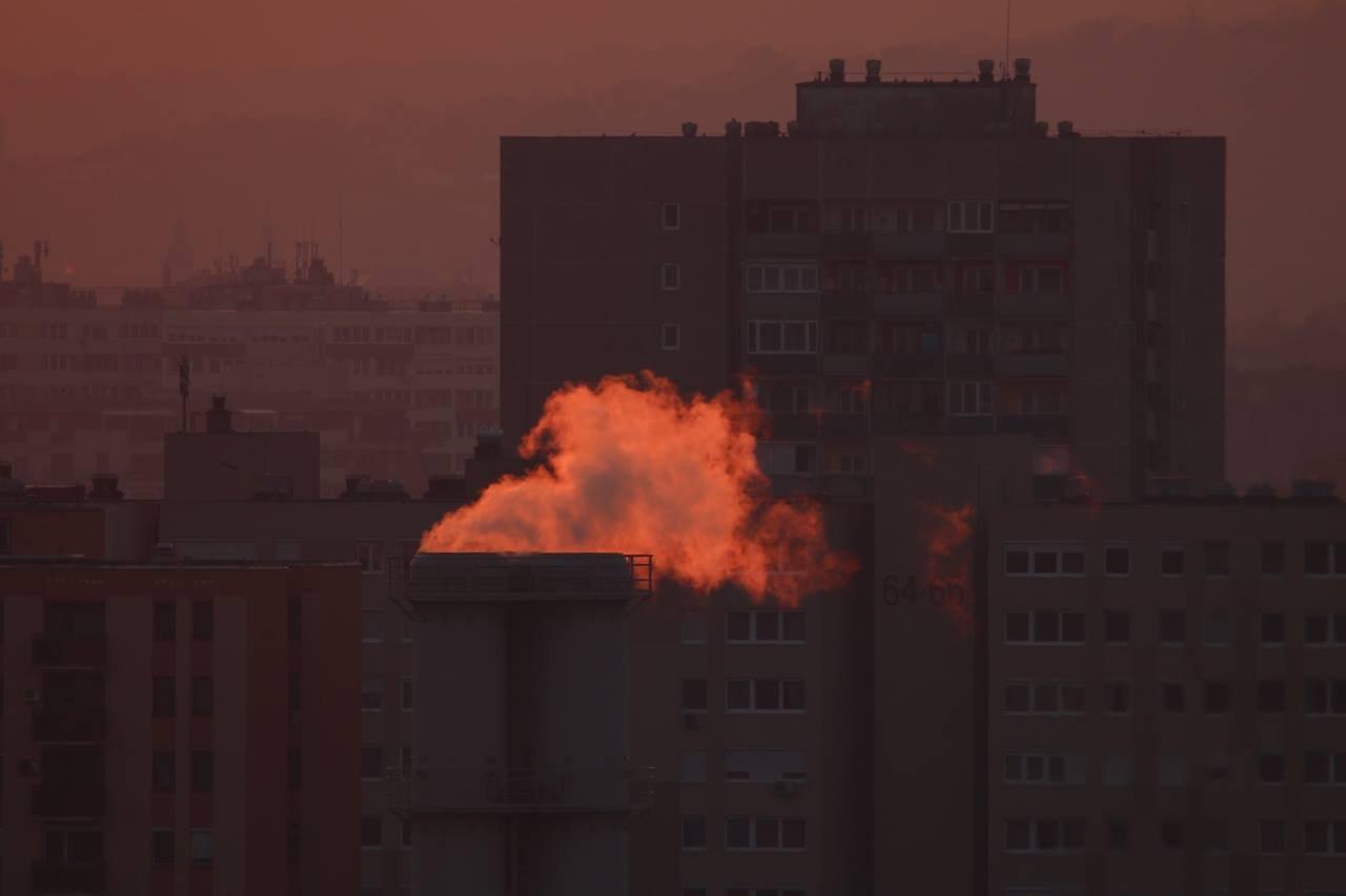A XIV. kerület Füredi úti hőközpont füstje. Fotó: Horváth Zsolt